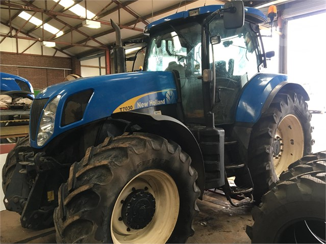 Used 2007 NEW HOLLAND T7030 For Sale in Telford Shropshire