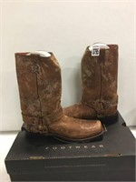 COUNTRY BOOTS SIZE 8.5