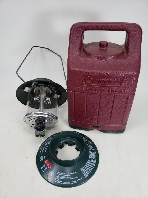 Coleman propane lantern case with parts | MTC Online Auctions