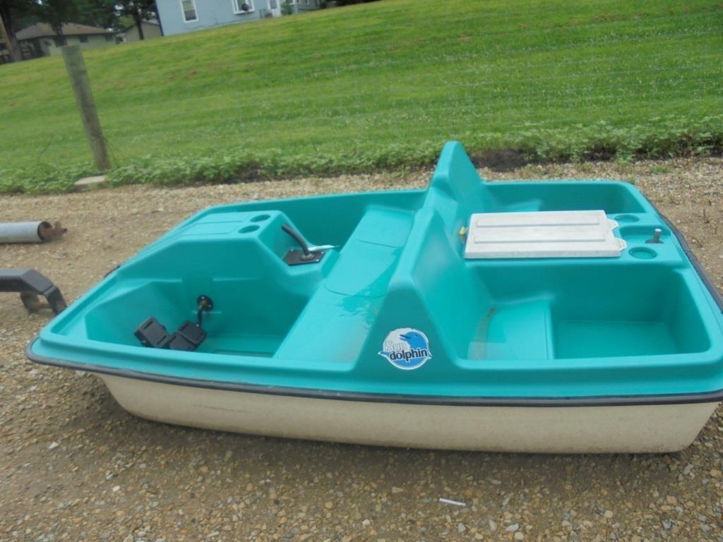 Sun Dolphin Paddle Boat | HiBid Auctions