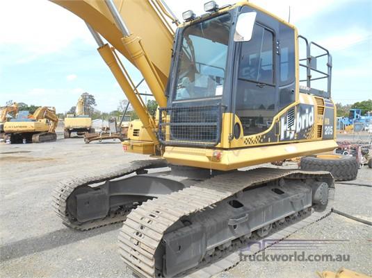 2011 Komatsu HB205-1 Heavy Machinery for Sale