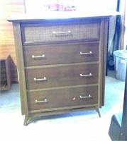4 Drawer Dresser Made By Kilgor  (dresser Peeling