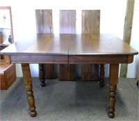 Dining Table With 3 Leaves & Set Of 4 Oak Chairs