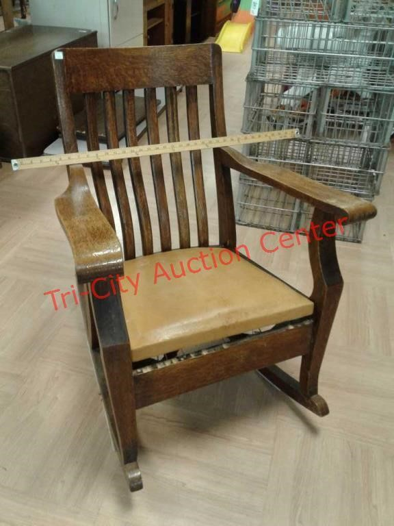 Magnificent Antique Vintage Solid Wood Rocking Chair Tri City Beatyapartments Chair Design Images Beatyapartmentscom