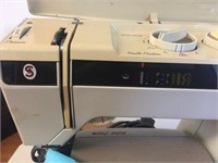Singer Futuro model 900 sewing machine