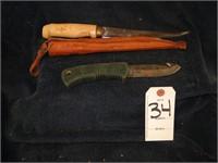 2 knives in sheath