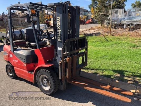 2013 Maximal 2.5 Tonne Forklifts for Sale