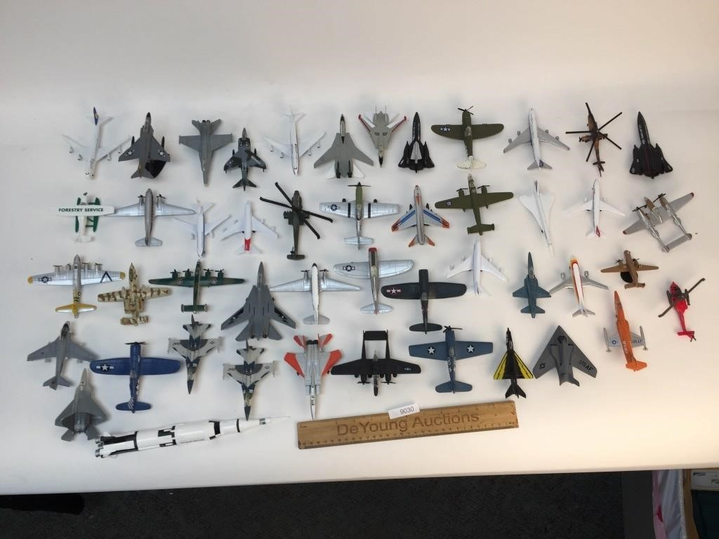 Lot of 46 Diecast Airplanes | DeYoung Auctions