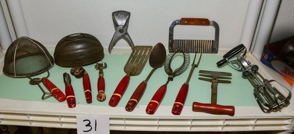 Old kitchen gadgets | Kubarek Auction and Estate Services