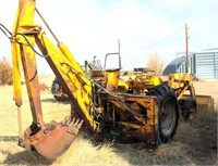 1955 INT 300 Tractor w/Loader, w/Davis Backhoe, 4-cyl gas eng (view 1)
