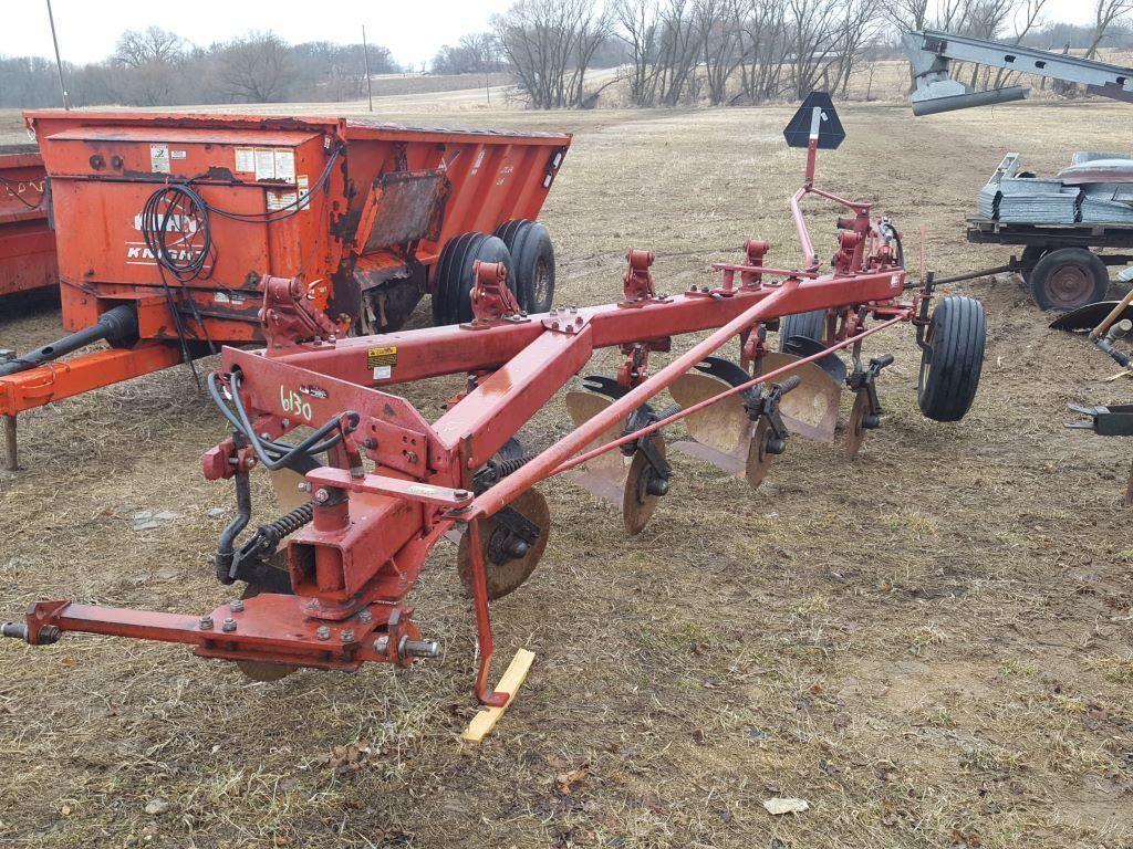 IH 720 PLOW | Wisconsin Tractor