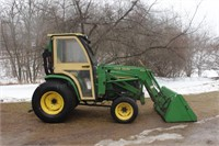 John Deere 4310 (diesel, 31hp, 430 loader, Qwick attach, remote outlets, turf tires, Curtis cab) Image 5 of 5