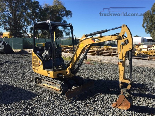 2015 Caterpillar 301.7D Heavy Machinery for Sale