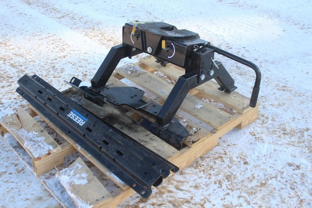 Rbw Lil Rocker 5th Wheel Hitch With Reese Bed Spencer Sales