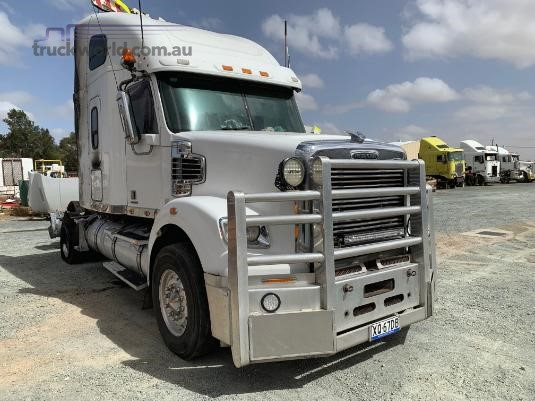 2011 Freightliner Coronado - Wrecking for Sale