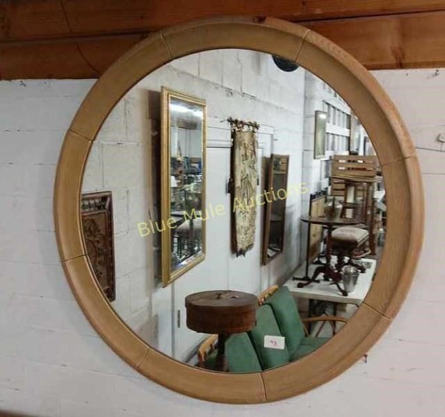 Pleasant Round Wood Framed Mirror 32 Diameter Blue Mule Auctions Inzonedesignstudio Interior Chair Design Inzonedesignstudiocom