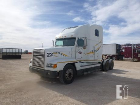 Lot # - 1999 FREIGHTLINER FLD120 For Sale In Seminole, Texas