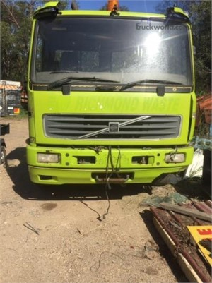2001 Volvo FL6 Wrecking for Sale