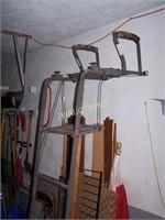 Gorilla Stand