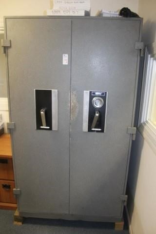 Diebold Safe | United Country Rogers Auctioneers, Inc