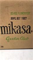 Mikasa Garden Club 20pc Set In original box