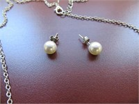 NECKLACE AND PAIR OF EARRINGS SET