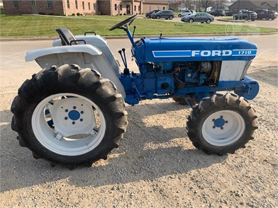 Tractors Auction Results In Bowling Green, Missouri - 2900