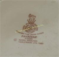 ROYAL DOULTON DINNER SERVICE FOR 8 - PAVANNE