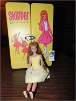 Skipper Barbie doo with travel case