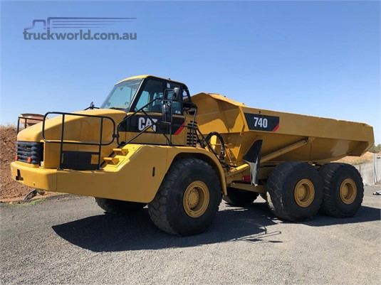 2004 Caterpillar 740 Heavy Machinery for Sale