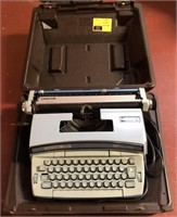 Coronamatic type writer in case