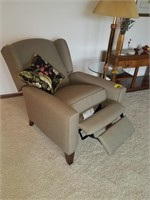 Lane Furniture trendy reclining chair with accent