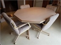 Chromcraft Corp dining table with 1 leaf and 4
