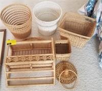 Lot of wicker items