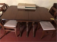 Dining table with 4 leaves and 6 chairs and cover