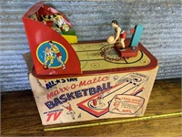 Fantastic online auction full of antiques/collectibles