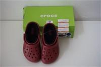 CROCS SIZE 2/4 BRICK RED