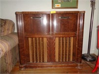 Antique Zenith Radio/Stereo in Cabinet