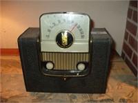 ZENITH STANDARD BROADCAST RADIO, W/ CRACK
