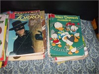 LARGE LOT OF COMIC BOOKS AND SCRAPBOOKS