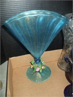 GROUPING OF CLEAR GLASS, ART GLASS,