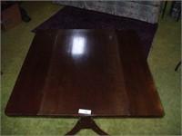 MAHOGANY COFFEE TABLE W/ TELESCOPING ABILITY: