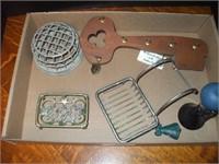 BOX OF SOAP HOLDERS, FROGS, HORN, KEY HOLDER