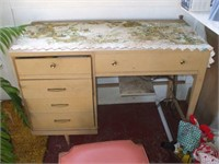 SINGER SEWING MACHINE IN CABINET AND