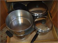 GROUPING OF POTS AND PANS (SOME REVEREWARE)