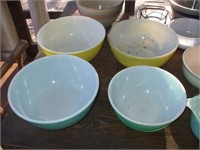 12 PC OF KITCHENWARE, BOWLS, COVERED DISHES, PYREX