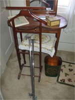 DRESSING TABLE W/ GENTLEMAN'S STAND, TOWEL BARS,