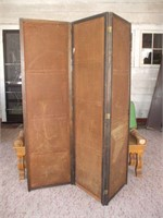 WOODEN 5 FT. PATIO BENCH / MISSING A PIECE OF THE