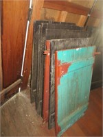 32 WOODEN SHUTTERS, VARIOUS SIZES