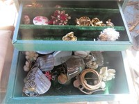 GROUP OF COSTUME JEWELRY AND SEWING ITEMS